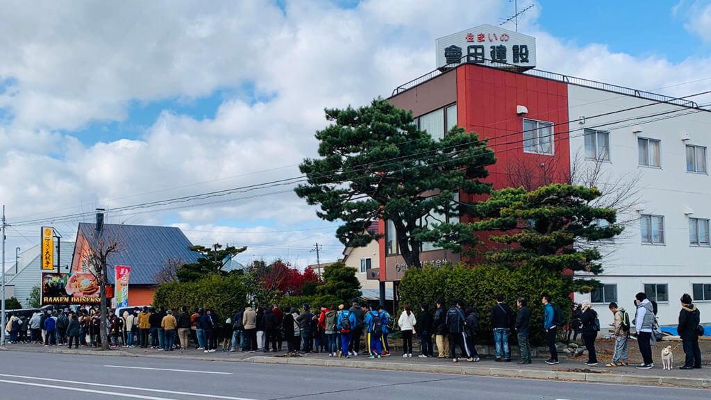 ラーメン大戦争 旭川店のプレオープン時の行列