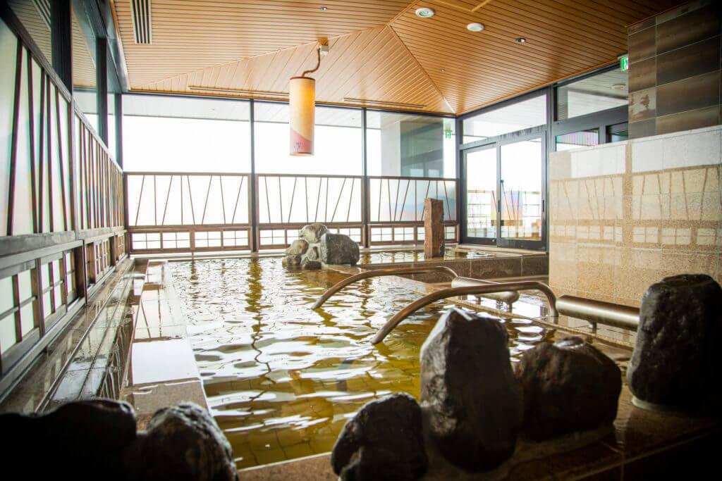 男女別天然温泉大浴場完備