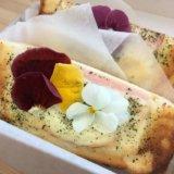 旭山コナール ハナサクカフェのハナサクトーストには花が乗っている
