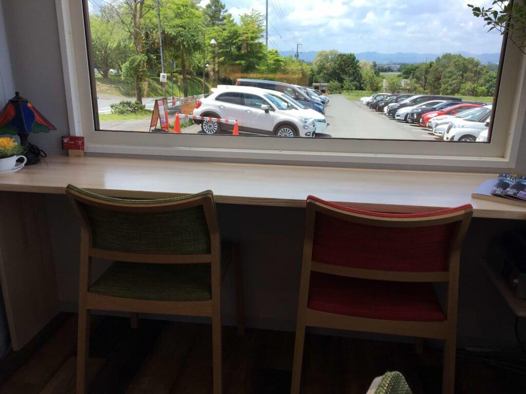 旭山コナール ハナサクカフェは窓向きの席がおすすめ